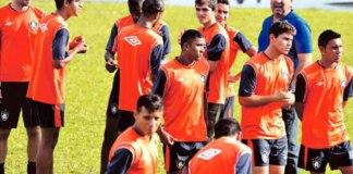 Jogadores se apresentam no Baenão e são recebidos pelo presidente Zeca Pirão