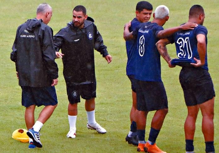 Márcio Fernandes, Marcinho, Echeverría, Gustavo Ramos e David Batista