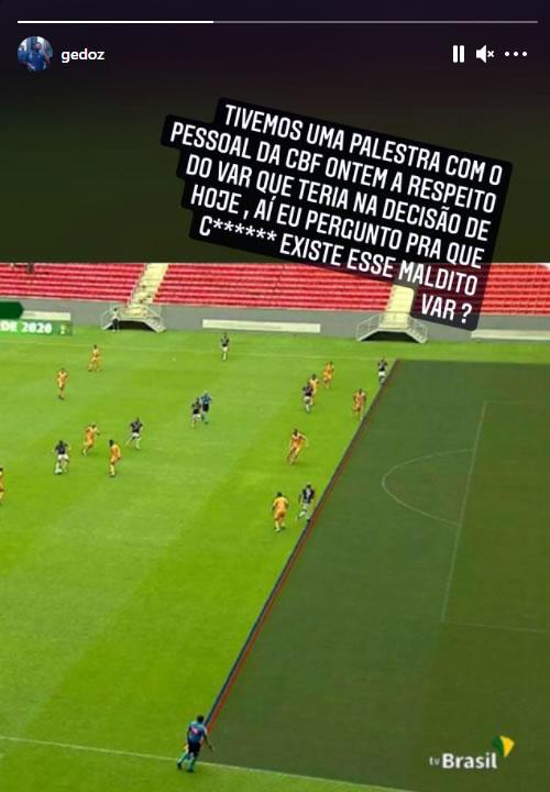 Felipe Gedoz critica VAR por ter marcando impedimento de Wellington Silva na jogada que culminou com o segundo gol do Remo na partida