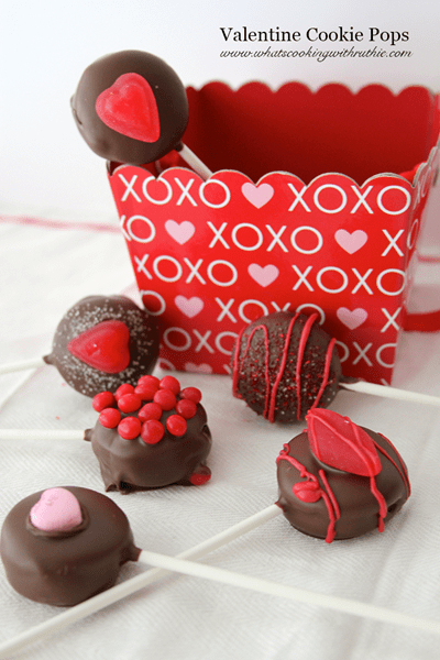 Easy No-Bake Holiday Cookie Pops