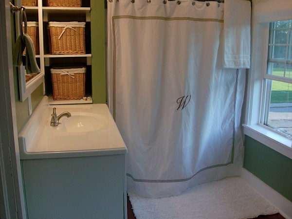 4 How to make a bedroom into a bathroom, by Newly Woodwards featured on @Remodelaholic.com