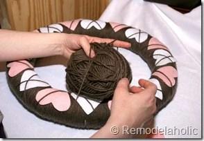 Making an Argyle Valentines wreath (34)