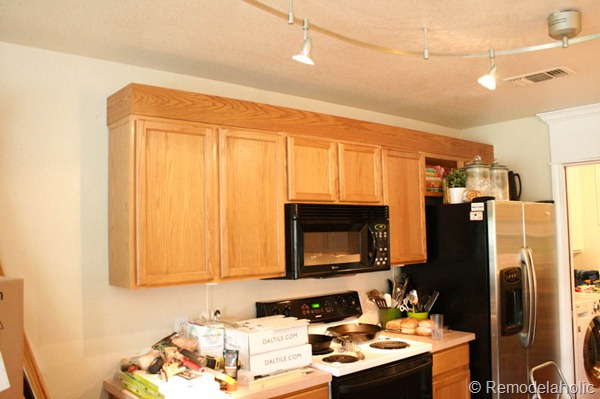 Upgrade Oak Kitchen Cabinets With Crown Moldings-7
