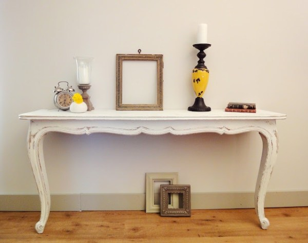 console-table-white