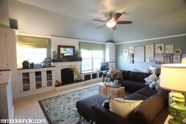 Remodelaholic Living Room Built ins2 copy