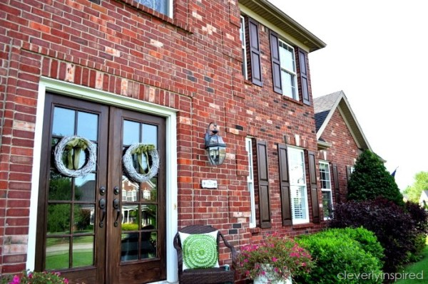 How to update old shutters to increase the curb appeal on your home featured on Remodelaholic.com
