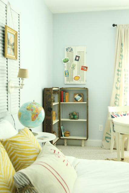antique trunk bookshelf in the cottage guest room, featured on Remodelaholic.com