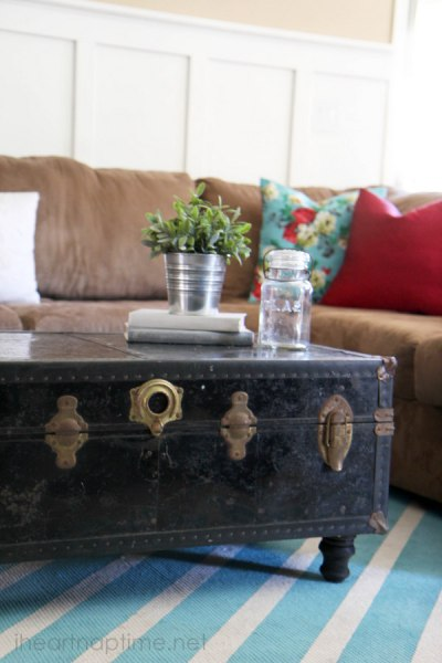 old chest turned into coffee table, I Heart Naptime via Remodelaholic.com