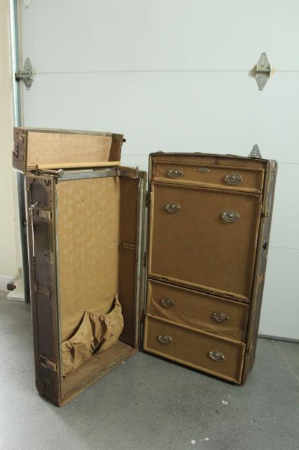old trunk suitcase to be turned into a bookshelf, featured on Remodelaholic.com