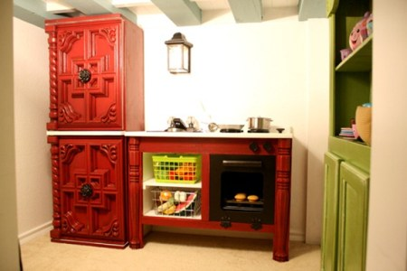 cottage play kitchen by Remodelaholic