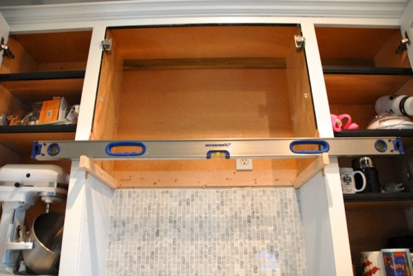 level side supports of diy custom range hood, The Rozy Home featured on Remodelaholic