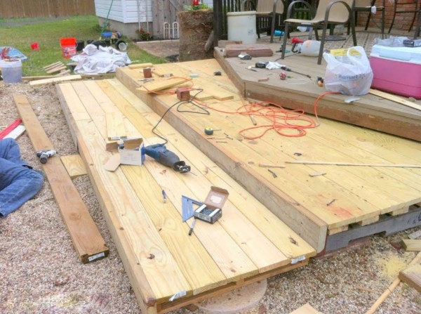 how to build a tiered wooden deck from shipping pallets, The Second Wind of Texas featured on Remodelaholic