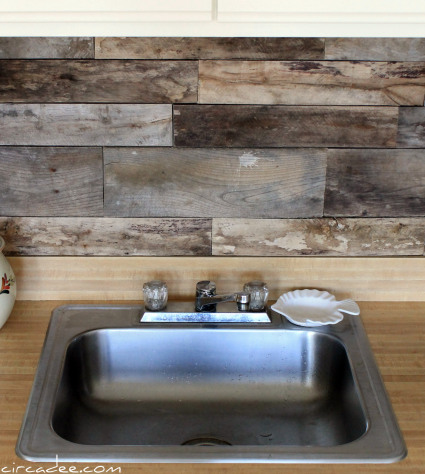 pallet wood backsplash, featured on Remodelaholic