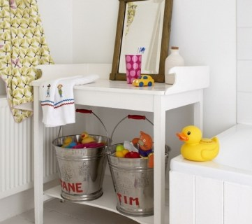 Decorating a Kids Bathroom - Tipsaholic.com
