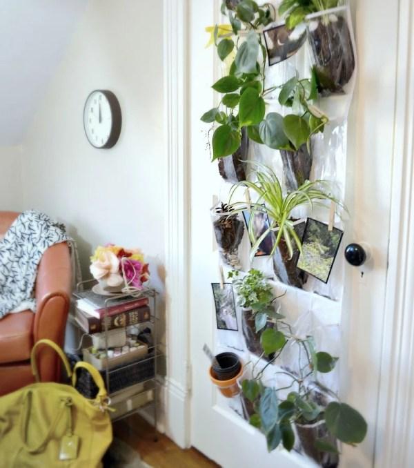 Create a Vertical Indoor Hanging Planter #remodelaholic