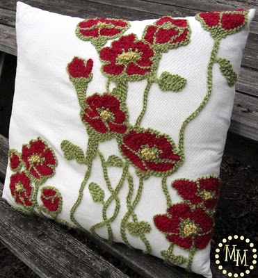 floral pottery barn pillow via Remodelaholic