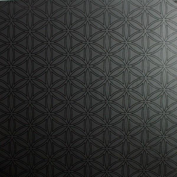 black wallpaper via Remodelaholic.com