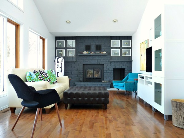 living room with dark painted fireplace focal wall, Dans le Lakehouse on Remodelaholic