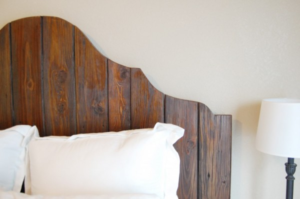 curved camelback rustic wood headboard via Remodelaholic