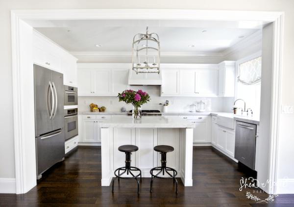 horseshoe kitchen layout with island via DecorPad