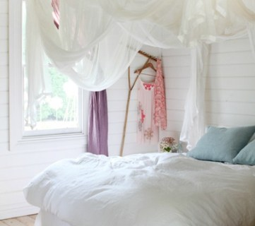 25 Beautiful Bed Canopies You Can DIY
