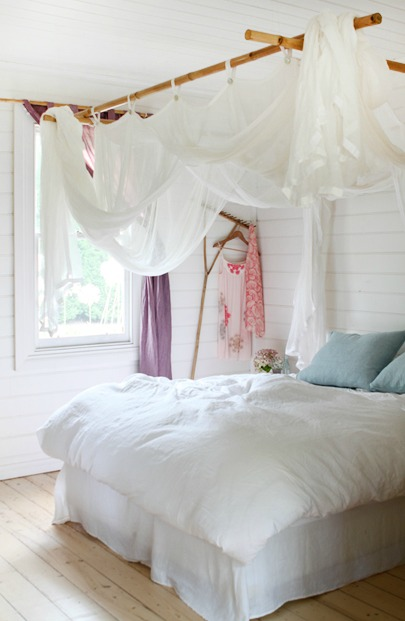 muslin-draped-canopy-the-design-files- & Remodelaholic | 25 Beautiful Bed Canopies You Can DIY