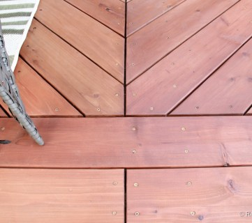 Tips for how to stain a deck @remodelaholic