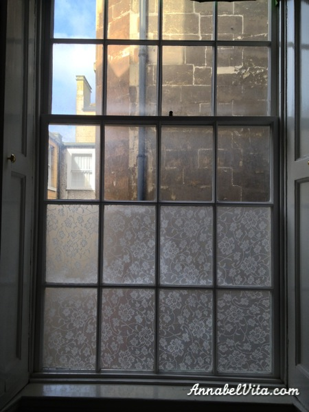 DIY Lace Privacy Window | Annabel Vita on Remodelaholic.com #AllThingsWindows #privacy #lace