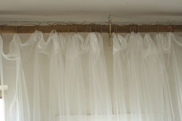Primitive and Proper, jute rope and bamboo curtain hanging system via Remodelaholic