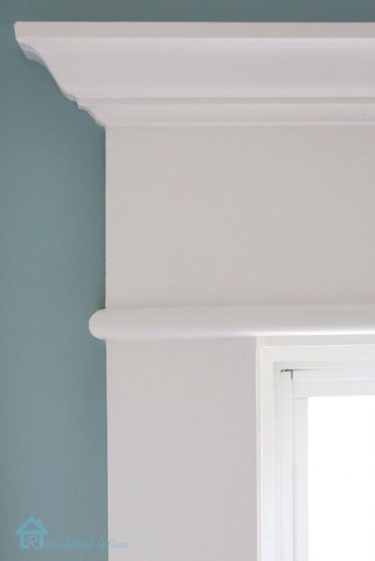 Remodelando La Casa on Pretty Handy Girl window trim tutorial via Remodelaholic