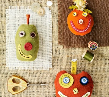 37 Simple Halloween Decorations to Sew ~ Tipsaholic.com #sewing #halloween #decorating