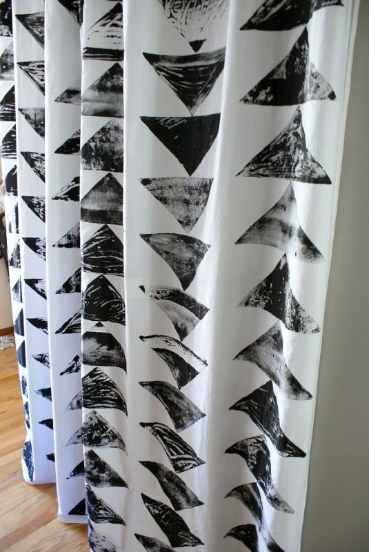 52 Weekends of DIY - how to make block stamped curtains - via Remodelaholic
