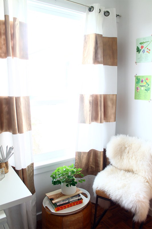 Squirrely Minds - diy gold painted striped curtains - via Remodelaholic