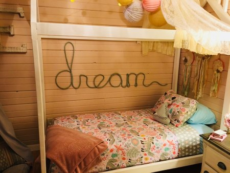 Diy House Bed By Reader Alisha @Remodelaholic
