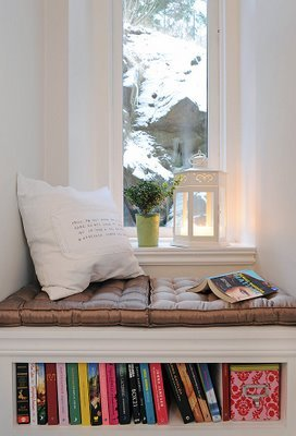 via BBB small window seat nook, via @Remodelaholic
