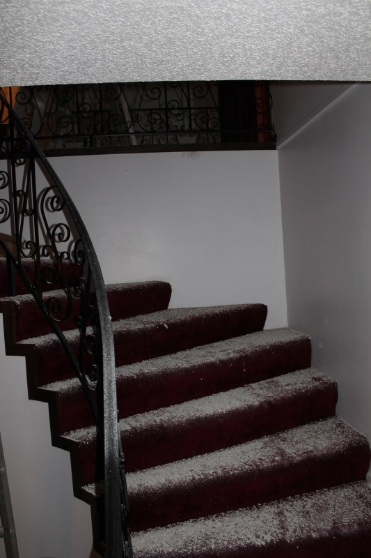 staircase before remodel - Construction2Style via @Remodelaholic