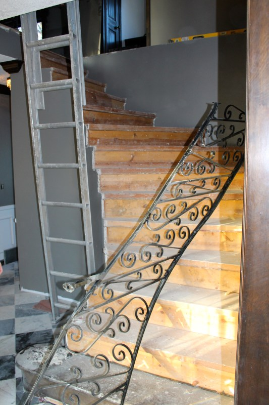 taking off iron stair railing - Construction2Style via @Remodelaholic