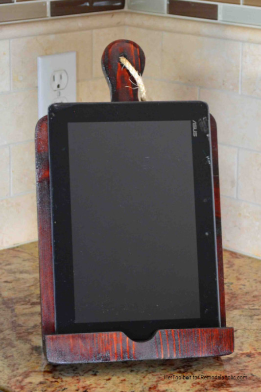 $5 Wood DIY IPad Stand Tablet Holder, Tutorial And Template, HerToolbelt For Remodelaholic