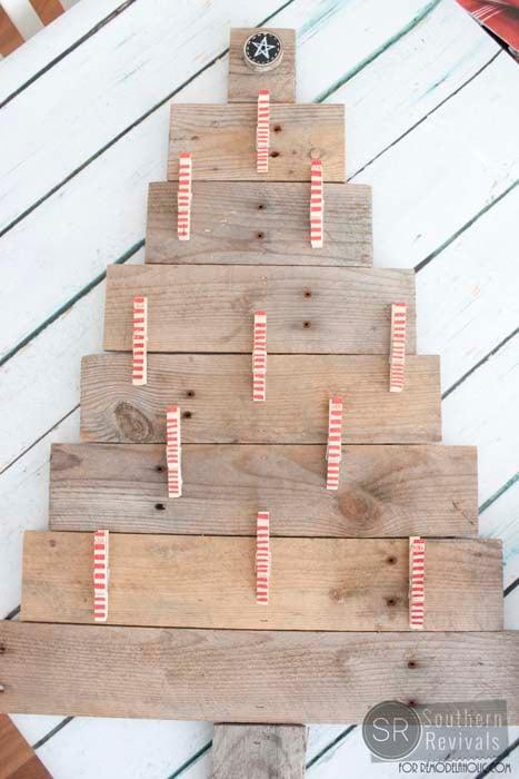 remodelaholic diy pallet wood christmas tree photo card holder