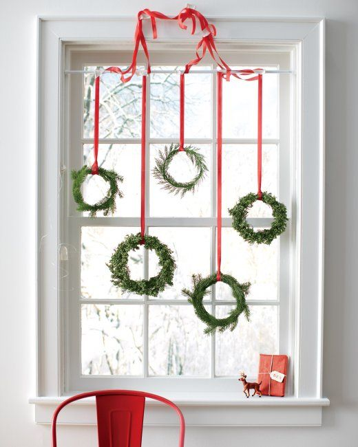 fresh greenery mini wreaths - Martha Stewart via @Remodelaholic