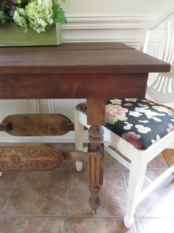 how to strip and restore a dining table - Beckwith's Treaures featured on @Remodelaholic