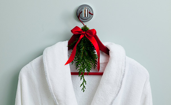 tie a spring of fresh evergreen on a robe or coat hanger for guests - Lowe's Creative Ideas via @Remodelaholic