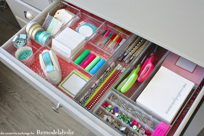 Quick tricks for organizing desk drawers to maximize space. Remodelaholic