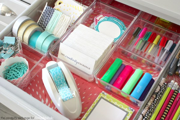 Quick tricks for organizing desk drawers. Remodelaholic