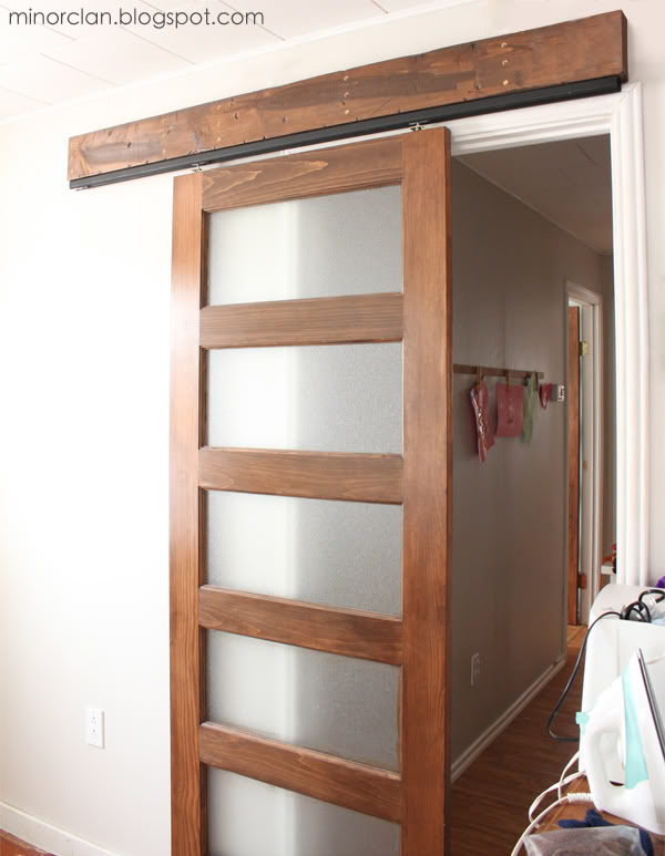 Superieur Diy Sliding Barn Door Using A Closet Door Track   Via The Lettered Cottage