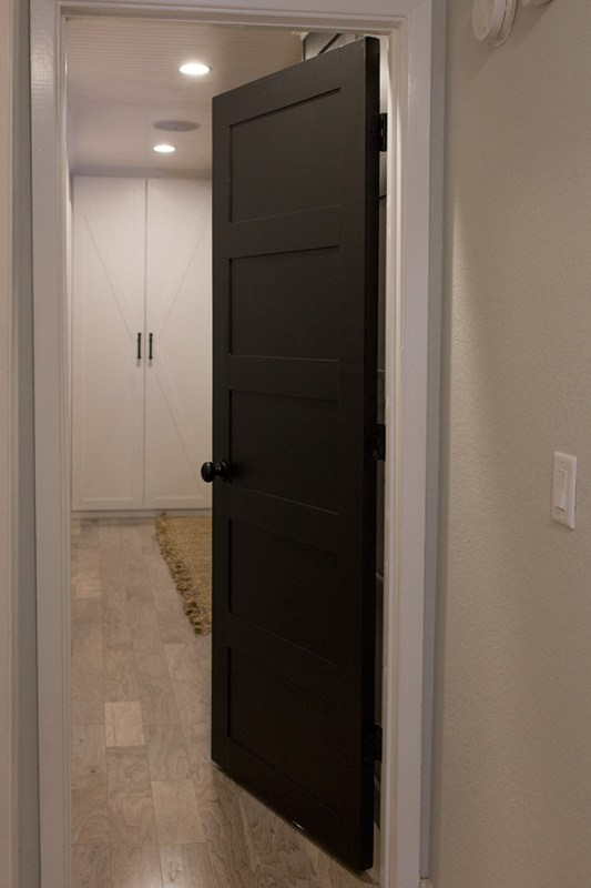How to Create a Stylish 5 Panel Door by Jenna Sue Design Co featured on @Remodelaholic