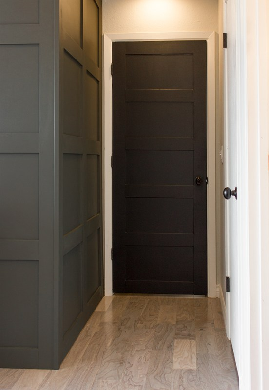 How to Create a Stylish 5 Panelled Door by Jenna Sue Design Co featured on @Remodelaholic