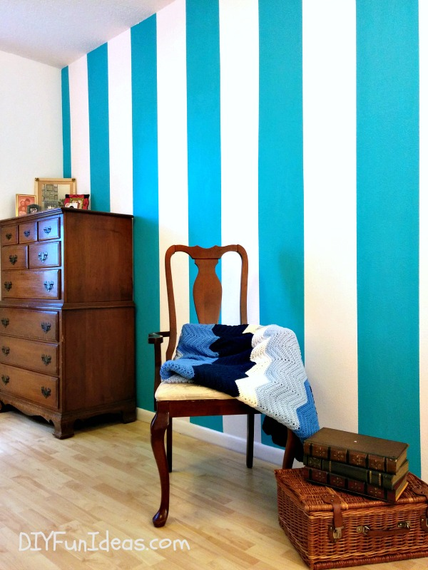 painted projects - striped wall plus tips for crisp lines DIY Fun Ideas