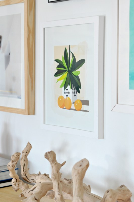 How to Use Different Frame Colors in a Gallery Wall by House Updated featured on Remodelaholic