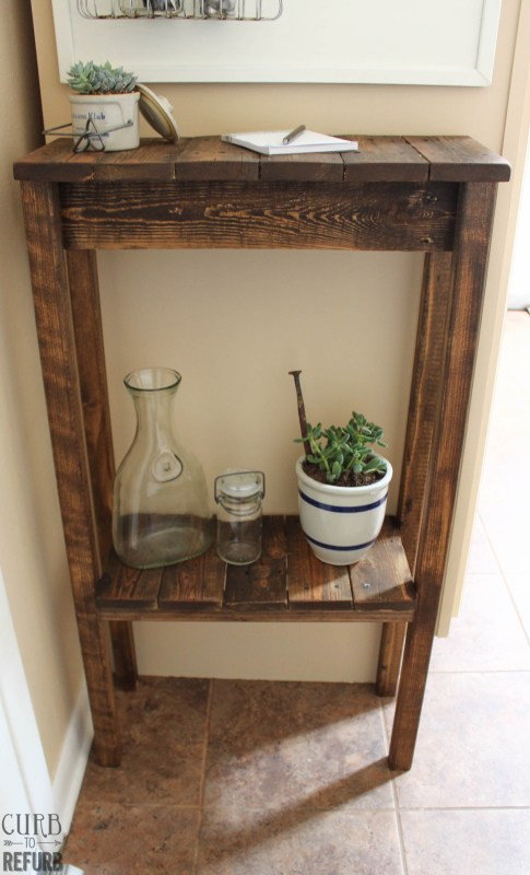 How to turn a pallet into a console table by Curb to Refurb featured on Remodelaholic